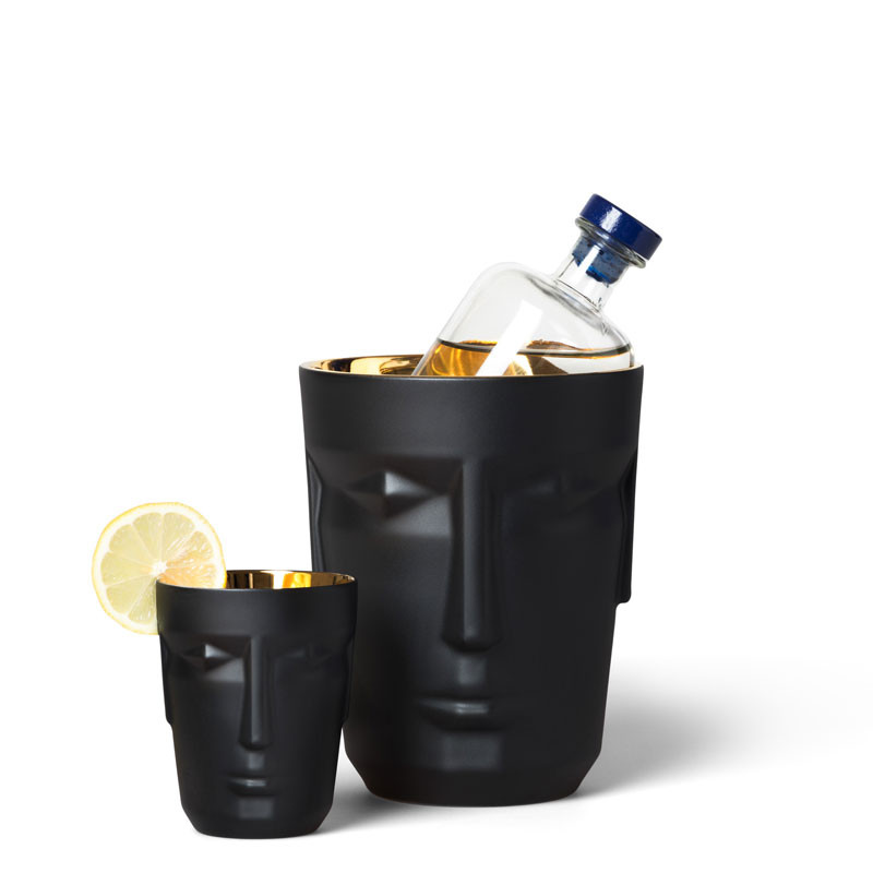 Black bucket and black tumbler
