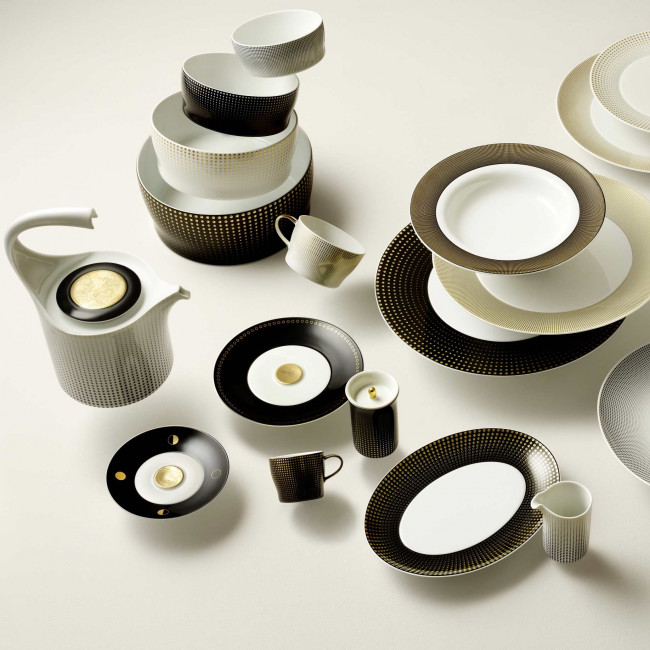 Flying porcelain in white, gold and black