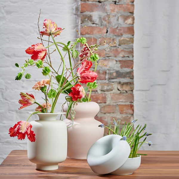Frühlingsblumen in Fluen Vasen von Fürstenberg
