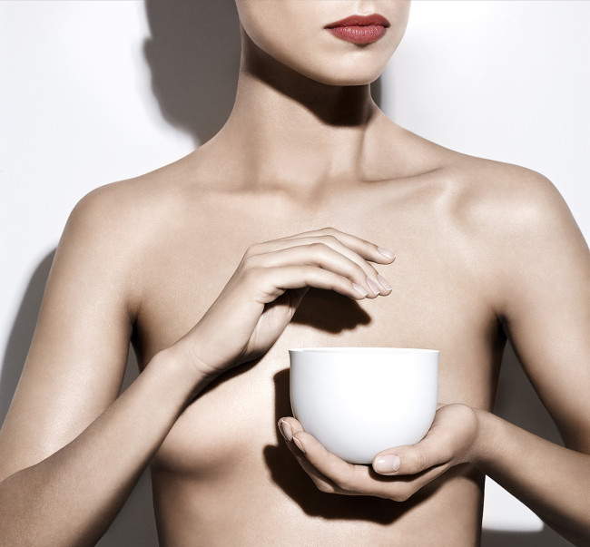 TOUCHÉ woman with bowl