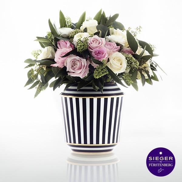 Sieger by Fürstenberg Vase mit dem Dekor Luna mit Blumenstrauß