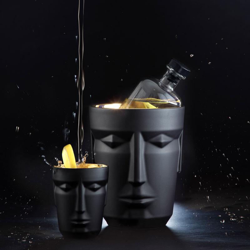 Eisbehälter und Becher von Prometheus in matt-schwarz
