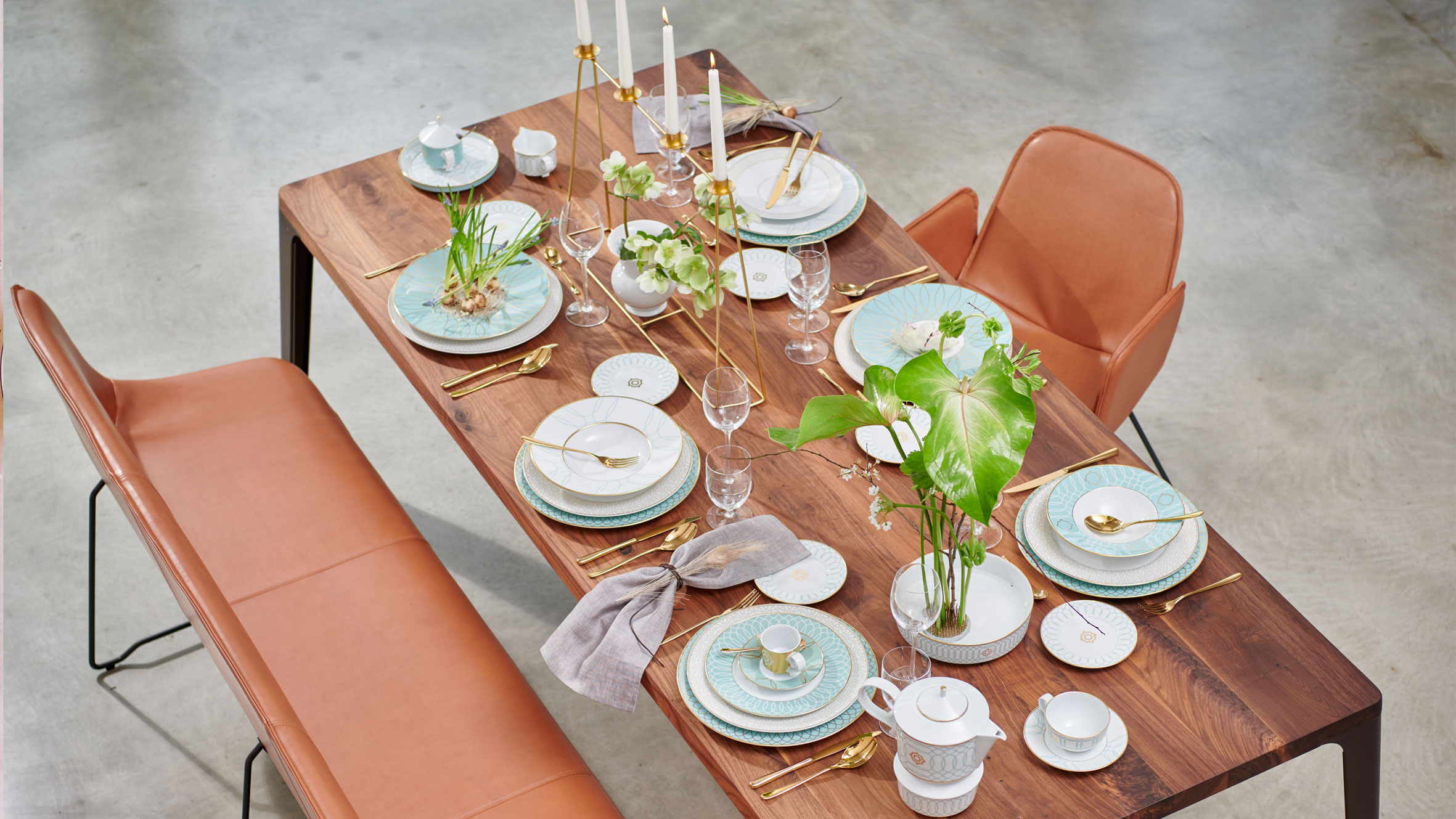 Laid table with Carlo Este