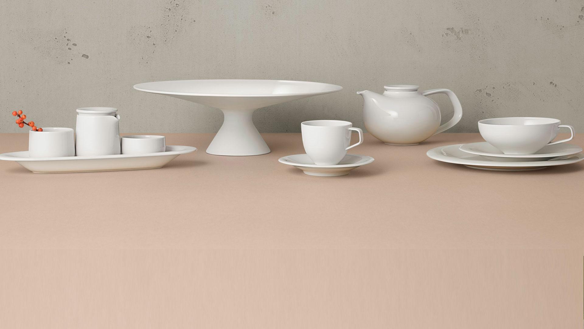 Aufsicht auf einen Tisch mit drei Tellern